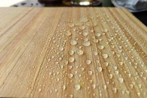 Hướng dẫn chọn sơn gỗ chống thấm tốt cho cửa gỗ